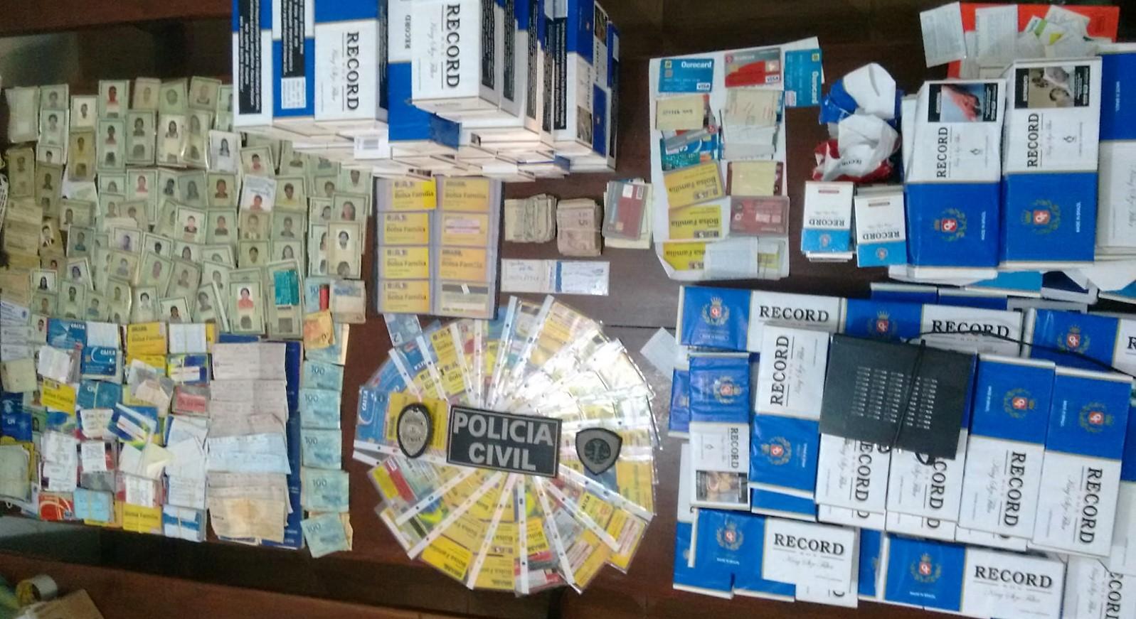 Polícia Civil apreende cartões de benefícios, armas, dinheiro e contrabando em Barra do Corda