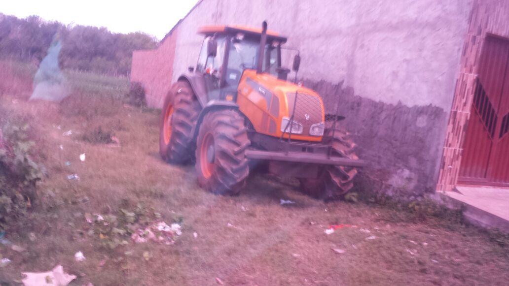 Trator roubado é recuperado pela polícia em Viana