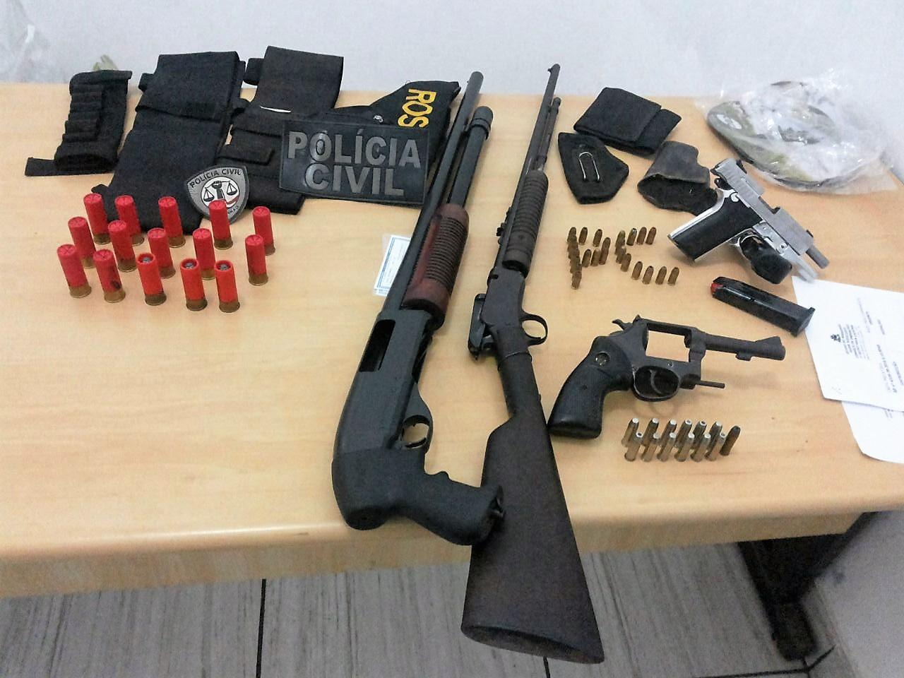 A Polícia Civil prende em Arame-MA, suspeito com diversas armas de fogo. Em Caxias flagrou foragido da Justiça com arma de fogo