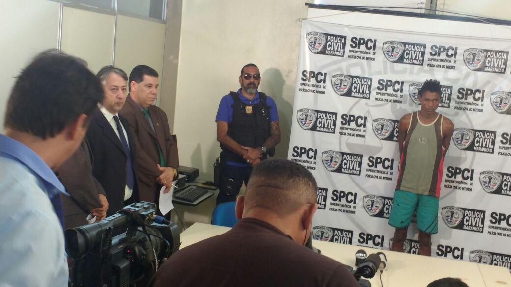 Acusado de envolvimento na morte da colombiana é apresentado na Secretaria de Segurança