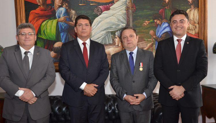Polícia Civil do Maranhão homenageia presidente do Tribunal de Justiça