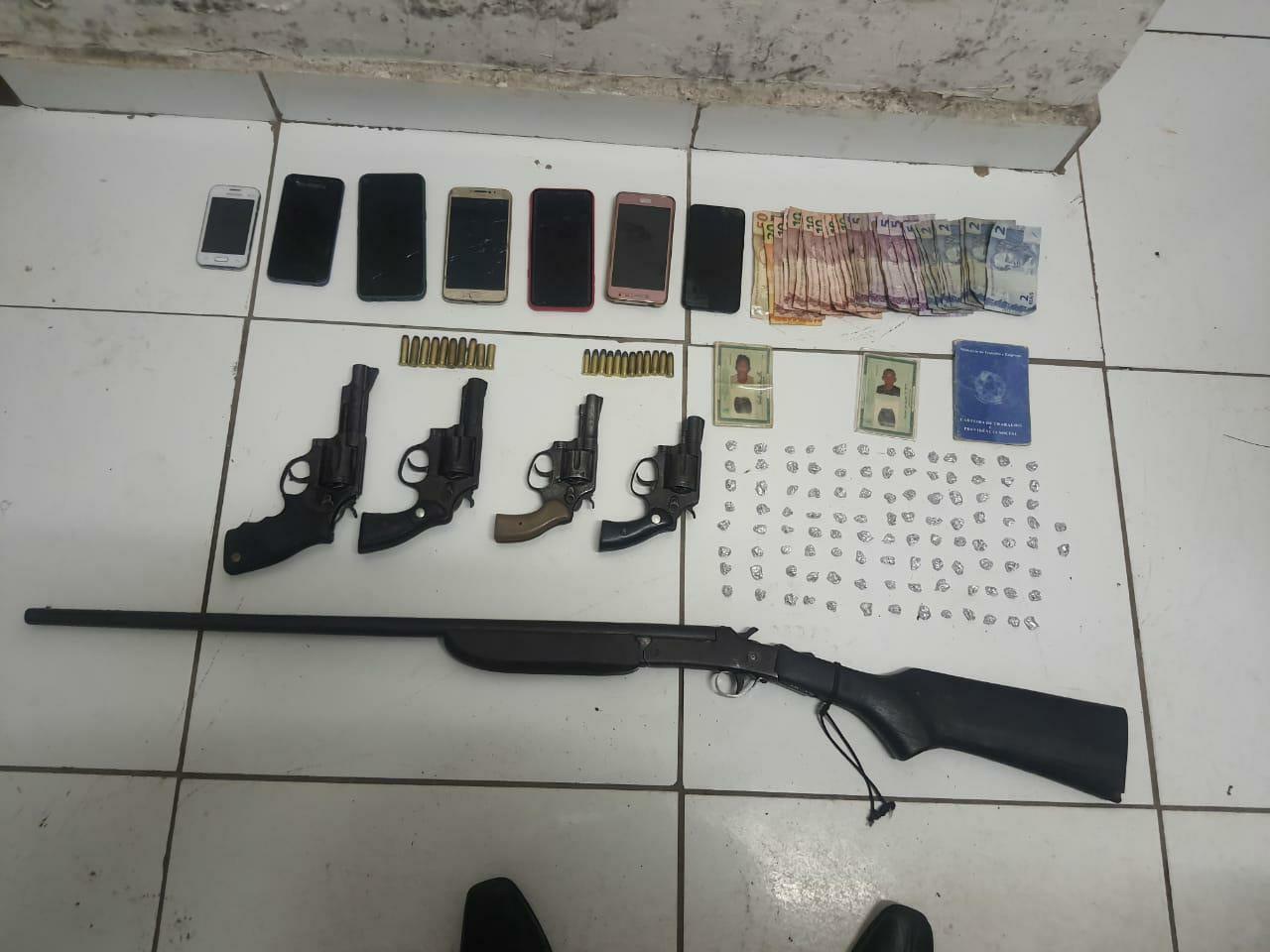 POLÍCIA CIVIL CUMPRE MANDADOS DE PRISÃO PREVENTIVA CONTRA INTEGRANTES DE FACÇÃO CRIMONOSA E APREENDE DROGAS E ARMAS DE FOGO EM BACABEIRA