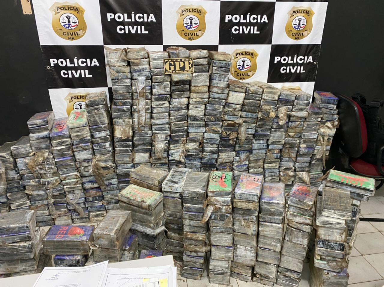 POLÍCIA CIVIL APREENDE CAMINHÃO COM MAIS DE MEIA TONELADA DE PASTA BASE DE COCAÍNA EM PINHEIRO